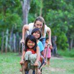 Zabawy z małymi Indianami Ticuna w Amazonii